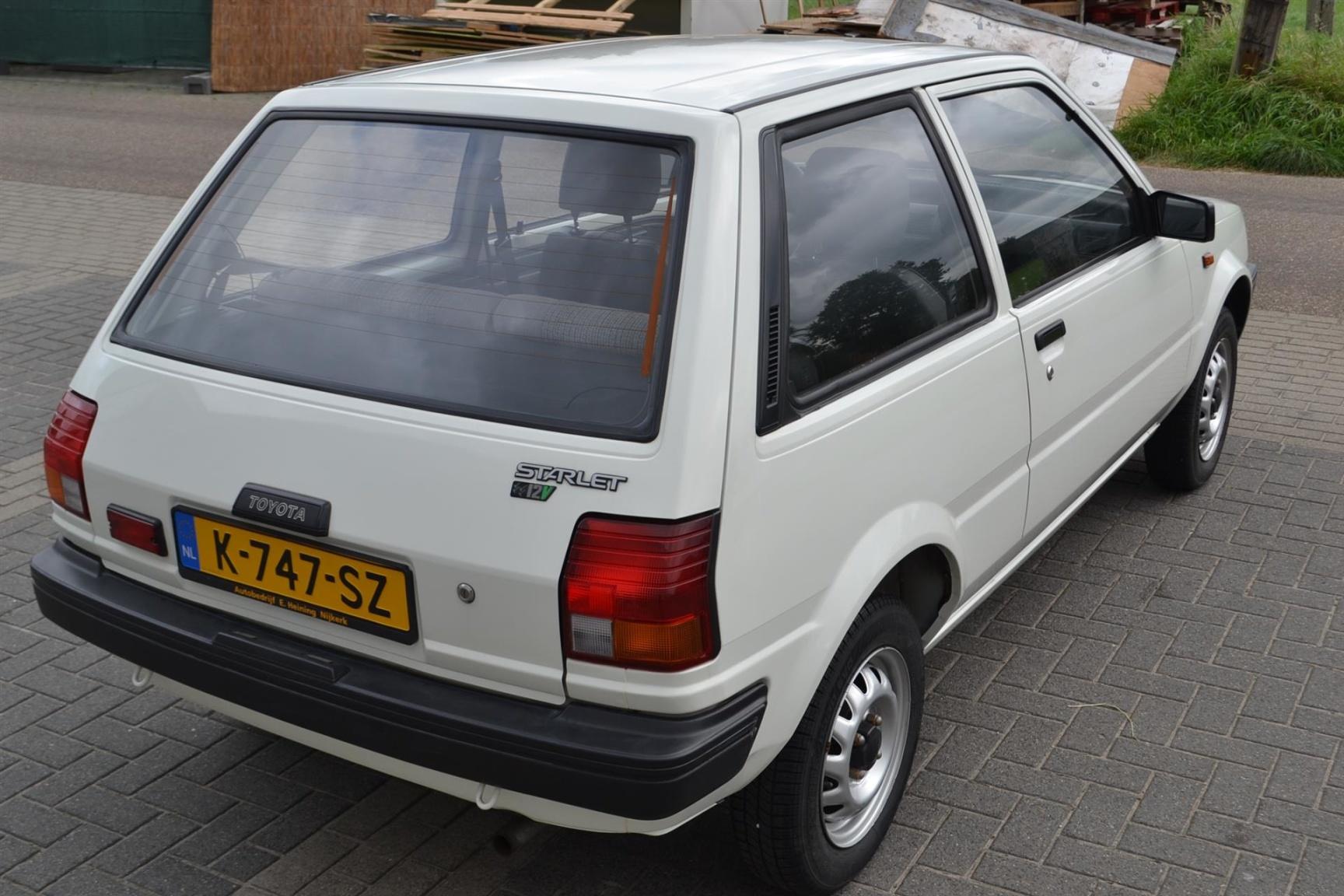 Toyota-Starlet-6