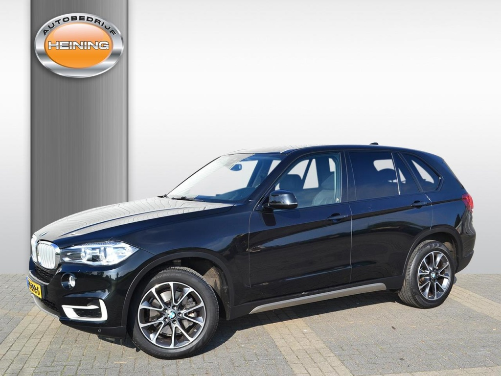 BMW-X5-thumb